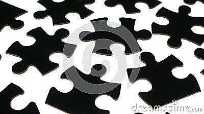 Peças-puzzle na superfície branca filme