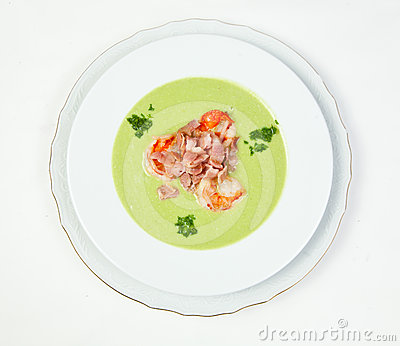 Pea soup with shrimps and bacon