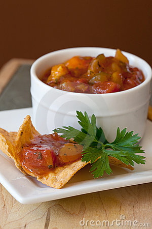 Free Peach Mango Salsa And Chipotle Chips Stock Photo - 21135790