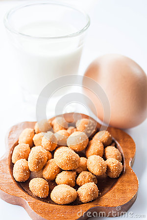 Free Peanut, Low Fat Milk And Egg Royalty Free Stock Image - 31084026