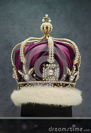 Free Pearl Crown Royalty Free Stock Image - 93043596