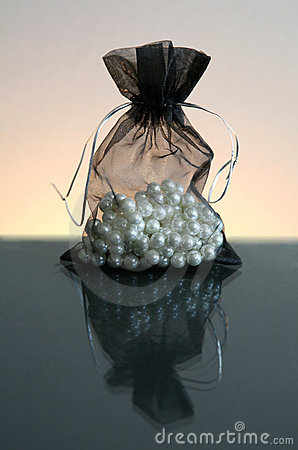 Free Pearls In Sack Royalty Free Stock Photo - 10749415