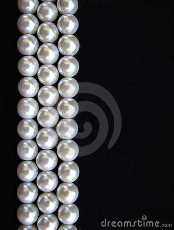Free Pearls On Black Background Stock Image - 6934351