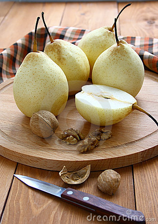 Free Pears And Nuts. Royalty Free Stock Photography - 18883967