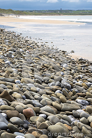 Free Pebbled Beach Beside The Links Royalty Free Stock Photo - 75895165