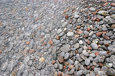 Pedras sob a água