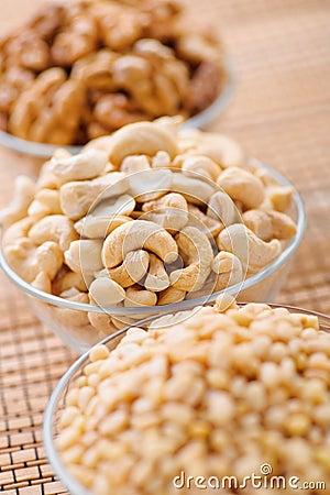 Peeled hazelnuts (walnut, cashew,