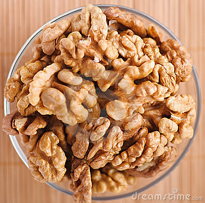 Peeled walnuts