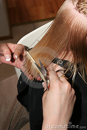 Peinar el pelo mojado