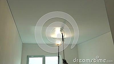 Peinture Au Plafond En Platre De Gypse Avec Rouleau De Peinture Banque De Videos Video Du Gypse Rouleau 163966778