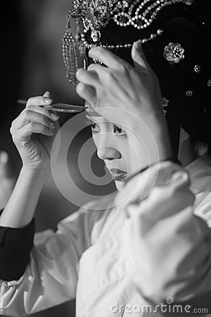 Free Peking Opera Actress Makeup And Comb Hair Royalty Free Stock Photography - 70335757