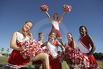 Pelotão Cheerleading na formação no campo