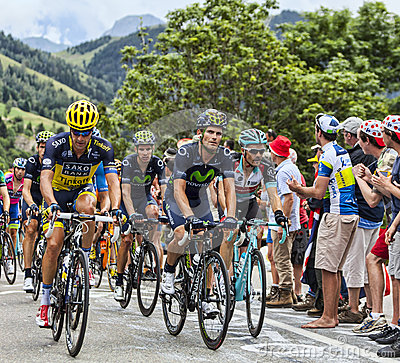 Peloton op Alpe d Huez Redactionele Stock Foto