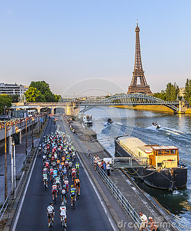 Peloton in Parijs Redactionele Fotografie