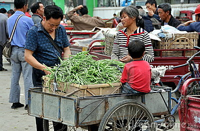 Pengzhou, China: Family Selling Green Beans Editorial Stock Image