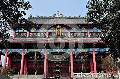 Pengzhou, China: Templo budista Salão