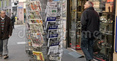 newspaper buying terms