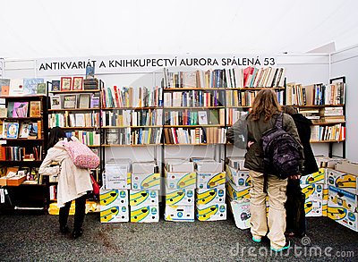 People choose old books on antiques booth Editorial Photo