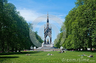 People enjoy the nice weather in the park, London Editorial Stock Image