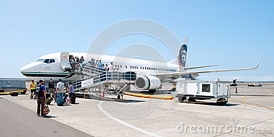 People leaving Boeing Alaska Airlines in Kona at Keahole interna Editorial Photo