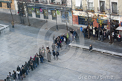 People in line at Reina Sofia museum, Madrid Editorial Image