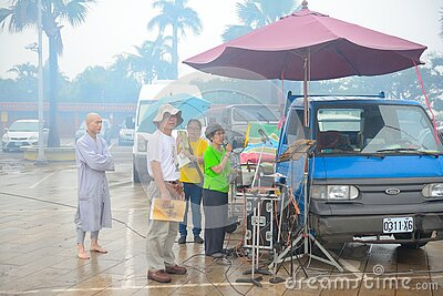People Watching Event In Rain Free Public Domain Cc0 Image