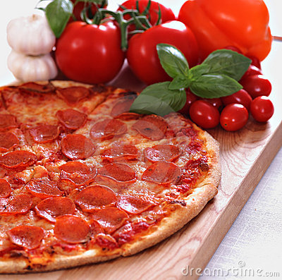 Free Pepperoni Pizza Royalty Free Stock Photo - 11350135