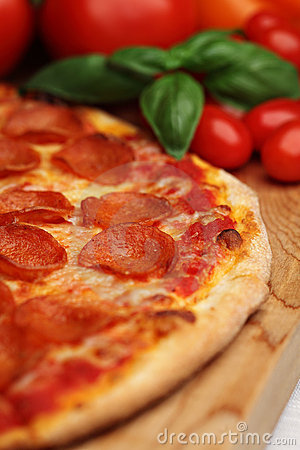 Free Pepperoni Pizza Royalty Free Stock Image - 11350146