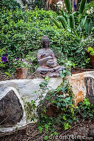 Jard n de buda foto de archivo imagen 29735190 - Estatuas de jardin ...