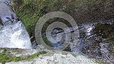Pequena cascata de cima para cima - Hazel River Shenandoah Virginia filme