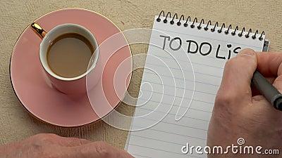 Per fare l'elenco - mano dell'uomo che scrive una nota video d archivio