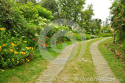 Percorso della natura con il giardino