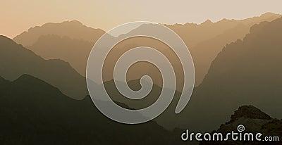 Perfeccione la montaña acodada