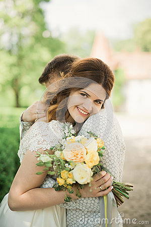 Free Perfect Wedding Couple Holding Luxury Bouquet Of Flowers Royalty Free Stock Photos - 73895548