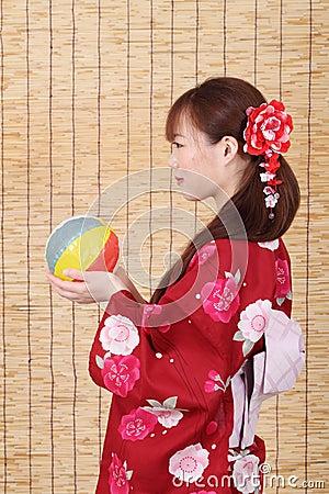 Perfil de la mujer asiática joven