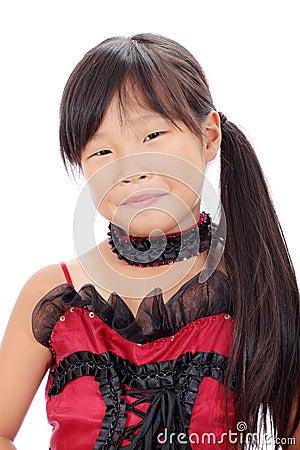 Perfil de la pequeña muchacha asiática