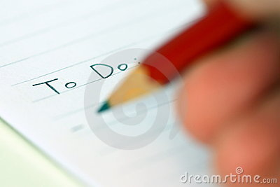 Person, die schreibt, um Liste zu tun