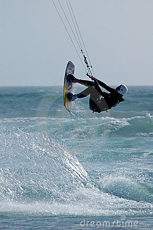 Persona que practica surf 3 de la cometa