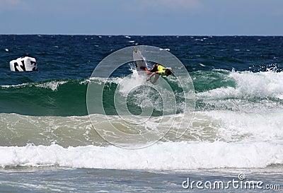 Persona que practica surf profesional - de hombres abierto de Austalian Foto editorial