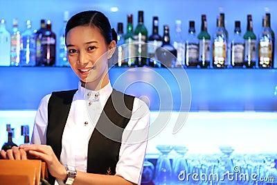 Personnel de bar de beauté au travail