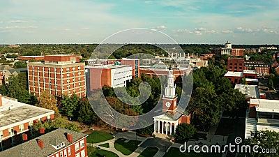 Perspectiva aérea sobre edifícios históricos Lexington Virginia EUA vídeos de arquivo