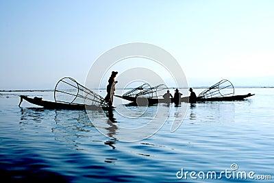 Pescadores en el agua