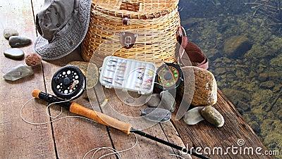 Pescando atrações, carretel, e chapéu do sol