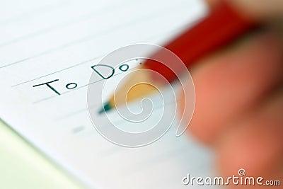 Pessoa que escreve para fazer a lista
