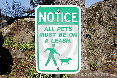 Pet leash sign
