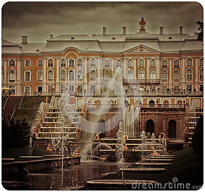 Free Petergof Palace Royalty Free Stock Photo - 28047655