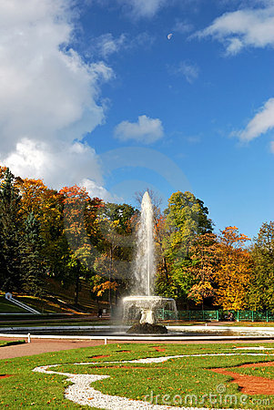 Peterhof. The fountain , the Sun and the Moon