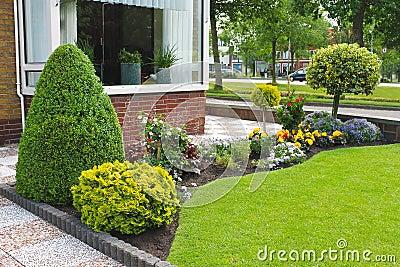 Petit jardin devant la maison hollandaise photo stock for Petit jardin devant maison