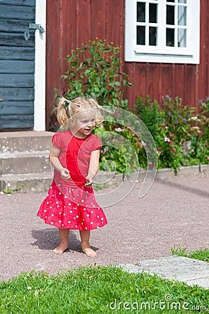 Petite Fille Mignonne Dans La Robe D 39 T Photo Stock