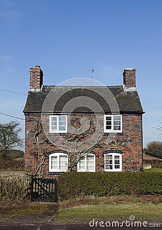 petite maison anglaise traditionnelle photo libre de droits image 18242205. Black Bedroom Furniture Sets. Home Design Ideas